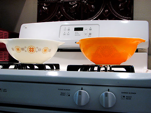 Both new pyrex bowls 0508