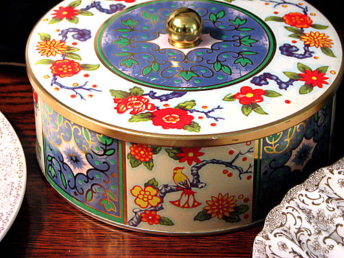Vintage English tin with flowers and birds